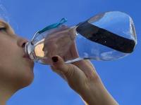 Eau Good: 27 Oz. Filtering Water Bottle Lime