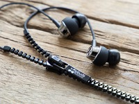 Tangle-Free Earbuds